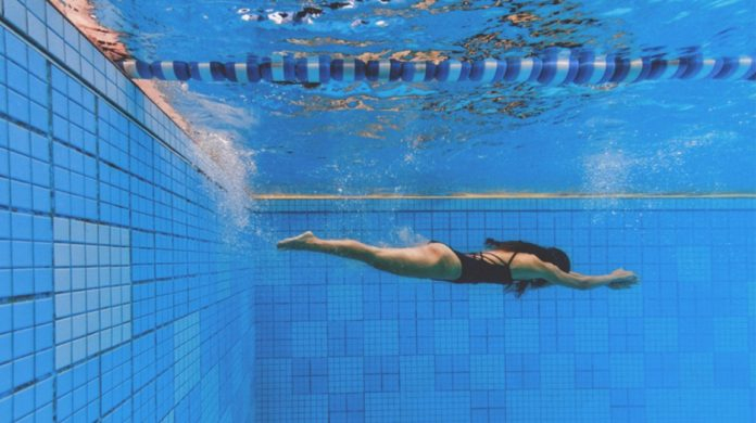 HOW TO SWIM TO KEEP FIT AND STAY HEALTHY